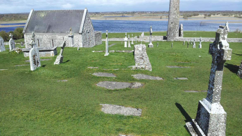 Clonmacnoise: cuore monastico e geografico dell'isola di smeraldo