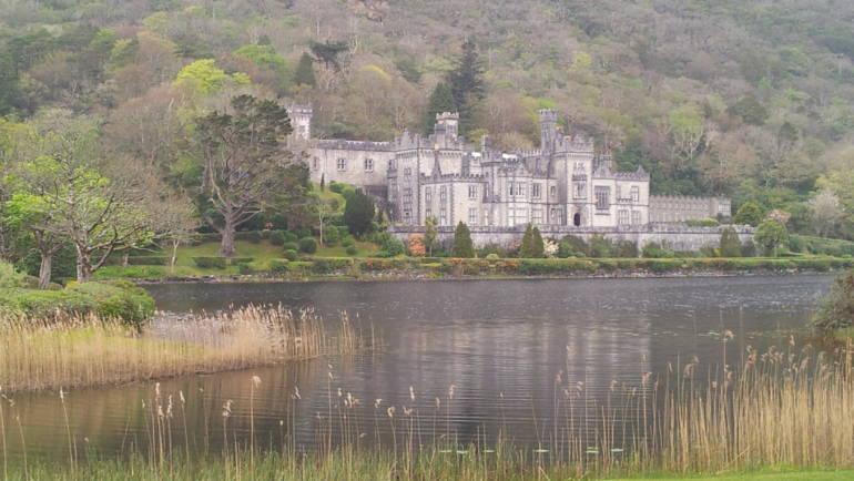 Kylemore abbey, una storia di amore e tragedia