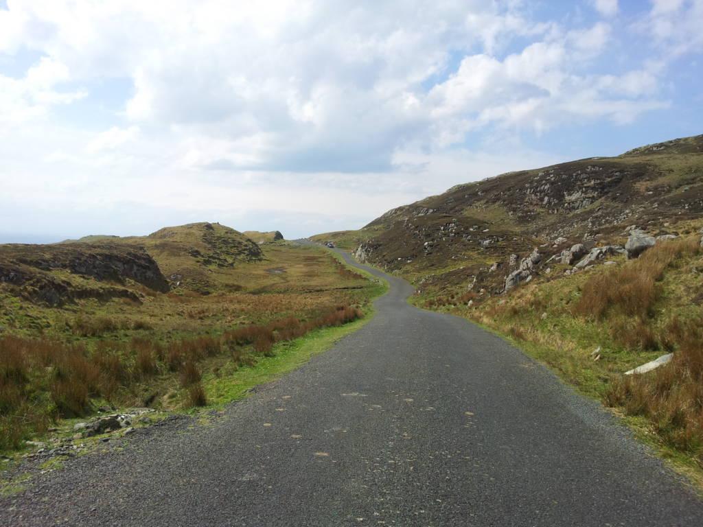 la strada verso le slieve league nel Donegal